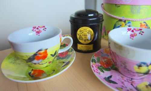 Deux magnifiques tasses à thé et leurs assiettes assorties + du thé Yuzu impérial qui sent trop bon de chez Mariage Frères, de Laura Bubblystars et Andreia von 10tubes !