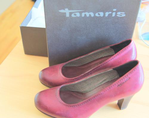 L'avantage d'acheter mes chaussures avec ma BF : Lucille connaît ma taille et mes goûts ! In love de mes Tamaris bordeaux <3