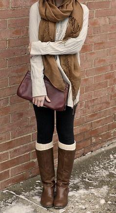 Un outfit automnal : les bottes + chaussettes hautes = win.